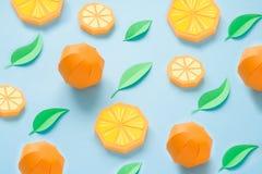 Fruta hecha del papel Fondo para una tarjeta de la invitación o una enhorabuena Allí sitio del ` s para escribir tropics Endecha  fotografía de archivo libre de regalías