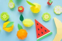 Fruta hecha del papel Fondo para una tarjeta de la invitación o una enhorabuena Allí sitio del ` s para escribir tropics Endecha  imágenes de archivo libres de regalías