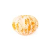 Fruta jugosa fresca de la mandarina aislada sobre Imágenes de archivo libres de regalías