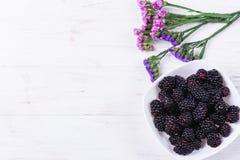 Fruta madura de la zarzamora imagen de archivo