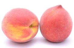 Fruta madura del melocotón aislada en el fondo blanco Foto de archivo libre de regalías