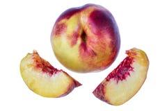 Fruta madura del melocotón aislada en el recorte blanco del fondo Imágenes de archivo libres de regalías