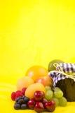 Fruta misturada com atolamento caseiro Imagens de Stock Royalty Free