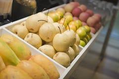 Fruta para la venta fotos de archivo libres de regalías
