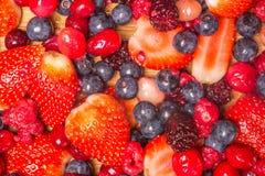 Fruta que cae aislada Fotografía de archivo