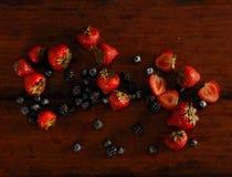 Fruta que cae aislada Imágenes de archivo libres de regalías