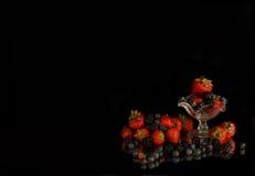 Fruta que cae aislada Fotografía de archivo libre de regalías