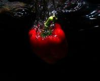 Fruta roja en agua Fotos de archivo libres de regalías