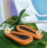 Fruta tropical de la papaya fotos de archivo