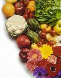 Fruta, vehículos y flores Foto de archivo libre de regalías