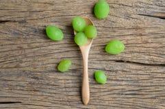 Fruta verde del myrobalan de la salmuera imagen de archivo libre de regalías