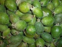Fruta verde exótica madura fresca del feijoa fotos de archivo libres de regalías