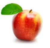 Fruta vermelha da maçã com folhas verdes Imagem de Stock