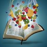 Fruta y biblia Imagen de archivo