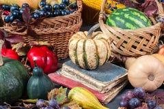 Fruta y calabazas estacionales Fotografía de archivo