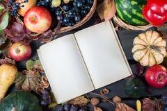 Fruta y calabazas estacionales Imagen de archivo libre de regalías