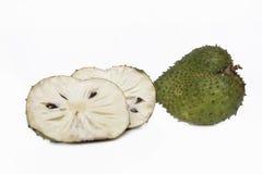 Fruta y cortes de la guanábana Imágenes de archivo libres de regalías