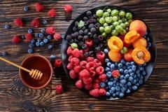 Fruta y disco de las bayas, visión superior foto de archivo
