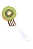 Fruta y fork de kiwi Foto de archivo libre de regalías