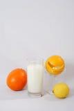 Fruta y leche Imágenes de archivo libres de regalías