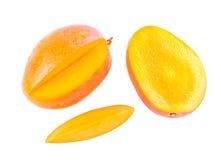 Fruta y rebanada deliciosas frescas del mango Foto de archivo libre de regalías