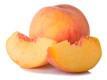 Fruta y rebanadas maduras del melocotón Imagen de archivo libre de regalías