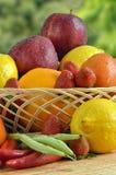 Fruta y verdura: El alimento sano Fotografía de archivo libre de regalías