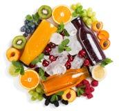 Frutas, bayas, jugos e hielo multicolores del verano Foto de archivo libre de regalías