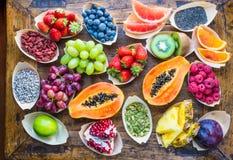 Frutas, bayas, nueces, opinión superior de las semillas imagen de archivo libre de regalías