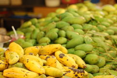 Frutas, bebidas y vitaminas Foto de archivo