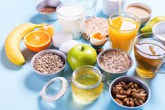 Frutas coloridas útiles del té de la leche del café del desayuno Foto de archivo