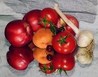 Frutas com vegetais Fotos de Stock