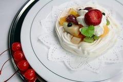 Frutas con crema azotada Imágenes de archivo libres de regalías