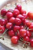 Frutas de la cereza con las hojas Fotografía de archivo