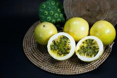 Frutas de la pasión imagenes de archivo