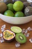Frutas de los kiwis, de las cales y de pasión fotografía de archivo