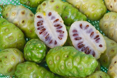 Frutas de Noni Imagen de archivo