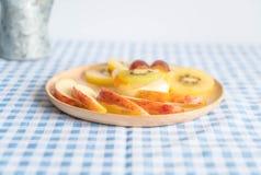 frutas del pudín con el kiwi y la manzana Fotos de archivo libres de regalías