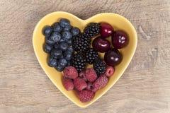 Frutas del verano en un cuenco Imagen de archivo libre de regalías