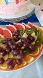 Frutas del whith de la placa fotos de archivo libres de regalías