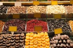 Frutas deliciosas secadas en el mercado Fotos de archivo libres de regalías