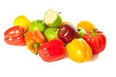 Frutas diferentes e pimentas coloridas Imagem de Stock