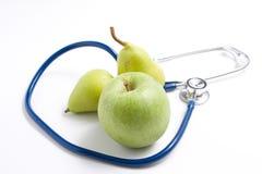 Frutas e estetoscópio Imagem de Stock Royalty Free