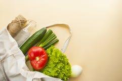 Frutas e legumes frescas no saco do algod?o fotos de stock royalty free