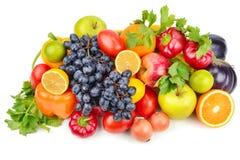 Frutas e legumes isoladas em um fundo branco Foto de Stock