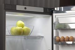 Frutas e legumes no refrigerador Imagens de Stock