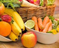 Frutas e legumes orgânicas frescas Foto de Stock Royalty Free