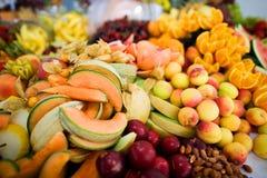 Frutas e porcas misturadas Fotografia de Stock Royalty Free