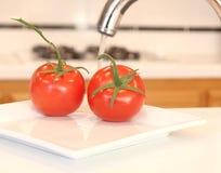 Frutas e verdura de lavagem Foto de Stock Royalty Free