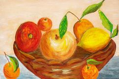 Frutas em uma cesta Fotos de Stock Royalty Free